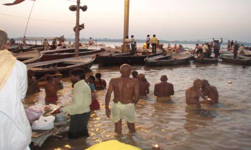 Zdjecie INDIE / Uttar Pradesh / Varanasi / Poranne oblucje