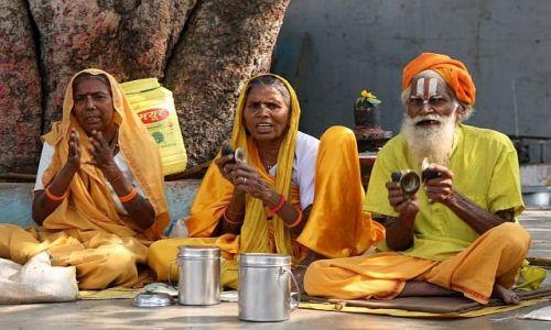 Zdjecie INDIE / Madhya Pradesh / Orchha / śpiewali