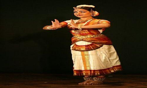 Zdjecie INDIE / Madhya Pradesh / Khajuraho / tancerka w roli Kryszny