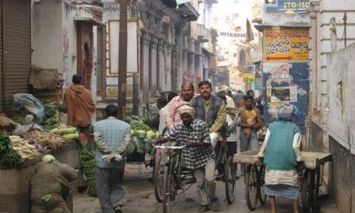 Zdjęcie INDIE / Uttar Pradesh / Waranasi / Uliczka w Waranasi