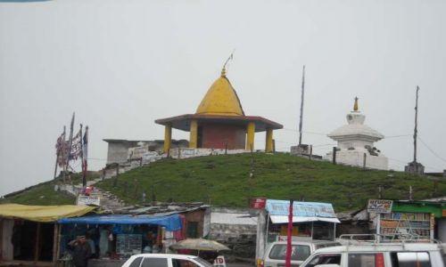 Zdjęcie INDIE / Himachal Pradesh / Manali-Przełęcz Rohtang / Prawie na przełęczy Rohtang-mała buddyjska stupa