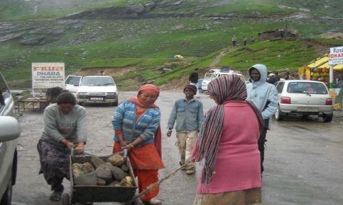 Zdjęcie INDIE / Himachal Pradesh / Manali-Przełęcz Rohtang / Prawie na przełęczy...