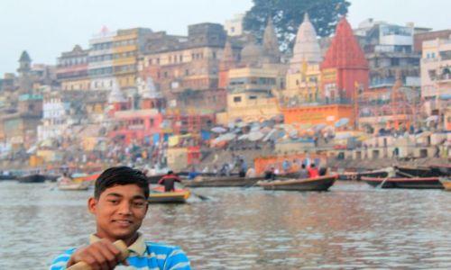 Zdjecie INDIE / Uttar Pradesh / Varanasi / Przewożnik