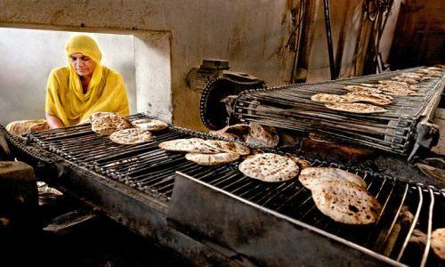 Zdjecie INDIE / Pendżab / Amrytsar / w kuchni Złotej Świątyni