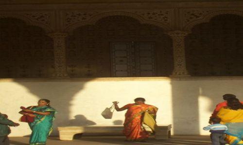INDIE / Rajastan / Agra / Fort w Agrze popołudniową porą