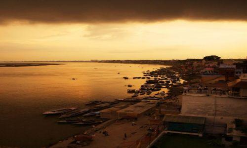 Zdjecie INDIE / - / Varanasi / Ganges
