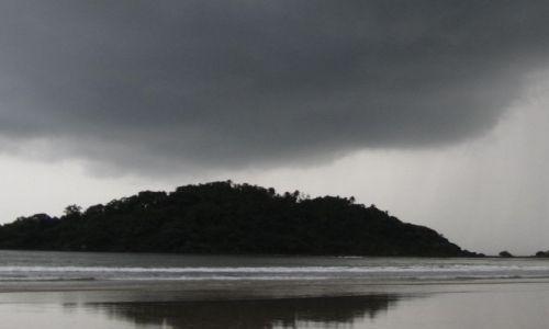 INDIE / Goa / Palolem / nadchodzi ciepły,monsunowy deszcz..