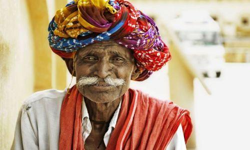 Zdjecie INDIE / Radżastan / Jaipur / Man from Amber Fort