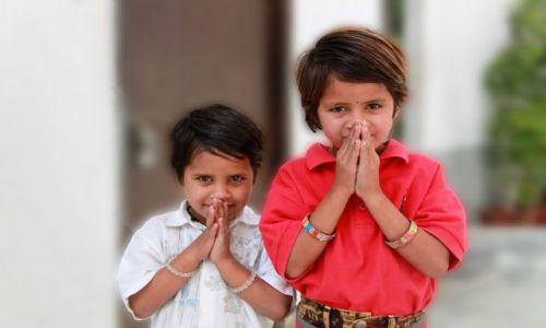 Zdjęcie INDIE / Madhya Pradesh / Khajuraho / Chłopcy hotelowi