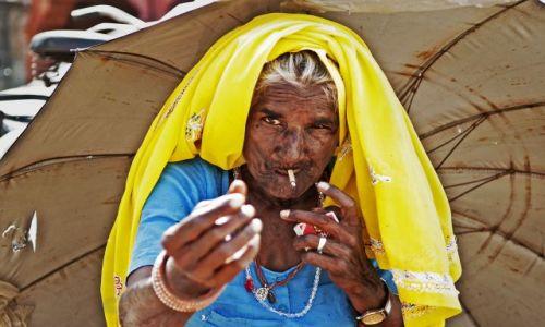 Zdjecie INDIE / Uttar Pradesh / Waranassi / Gimme my money back!