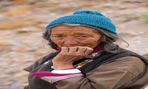 Zdjecie INDIE / Ladakh / himalajska wioska / Trud życia