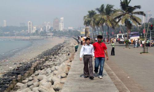 Zdjęcie INDIE / Maharsztra / Marina Drive - Bombaj / chłopaki....