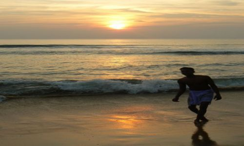 INDIE / - / Varkala, Kerala. / Zachód słońca 2010r.