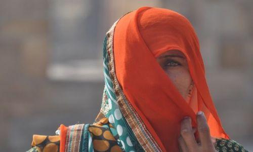 Zdjecie INDIE / Delhi / Qutab Minar / Spojrzenie