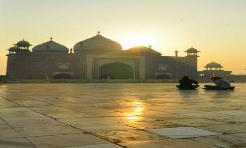 Zdjęcie INDIE / Agra / Taj Mahal / Wschód słońca w okolicach najpiękniejszego grobowca świata ...