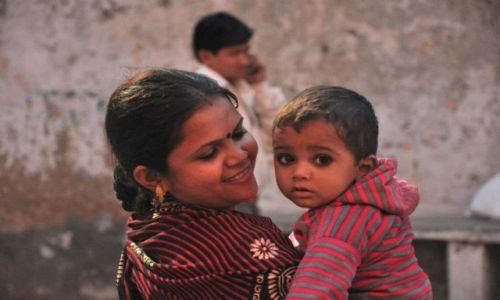 INDIE / - / Varanasi / Matka z dzieckiem