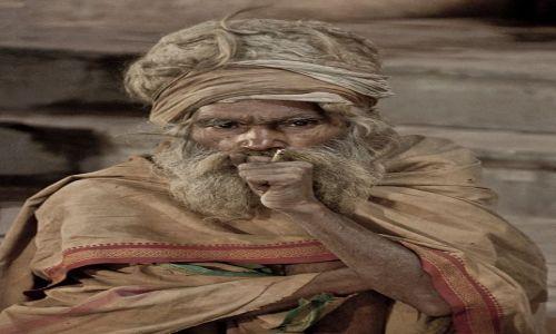 Zdjecie INDIE / - / Waranasi / Sadhu z Waranasi
