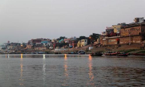 Zdjęcie INDIE / Uttar Pradesh / Waranasi / Ghaty o wschodzie