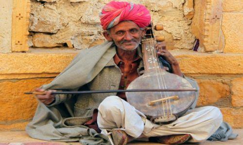 Zdjęcie INDIE / Rajasthan / Jaisalmer / uliczny artysta