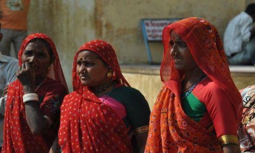 Zdjęcie INDIE / Rajasthan / Jaipur / Trzy kobiety II