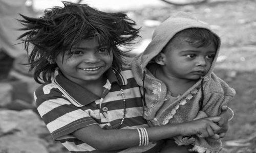 Zdjecie INDIE / - / Obrzeża Agry / Dziewczynka ze slamsów