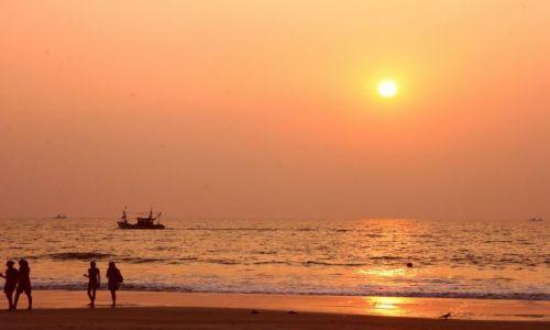 Zdjęcie INDIE / Goa / Cavelossim /  zachód słońca na Goa