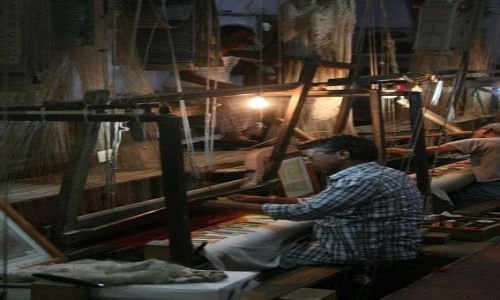 Zdjecie INDIE / Uttar Pradesh / Varanasi / w fabryce sari