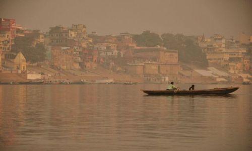 INDIE / - / Varanasi / Wschód słońca nad Gangesem