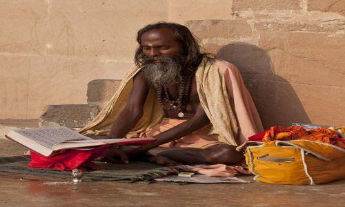 Zdjecie INDIE / - / Waranasi / Pogrążony w modlitwie