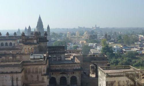 INDIE / - / Orchha / Orchha widziana z Pałacu Jahangira