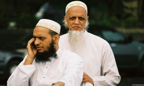 Zdjecie INDIE / India Gate / Mbumbai / Ojciec i syn
