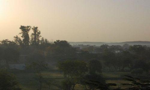 INDIE / Madhya Pradesh / Khajuraho / Poranek w Khajuraho