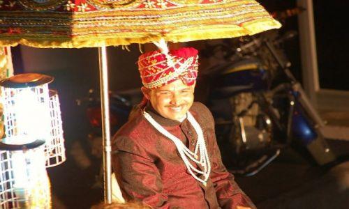 INDIE / Uttar Pradesh / Orchha / Pan (nie)młody w drodze do panny (bardzo) młodej