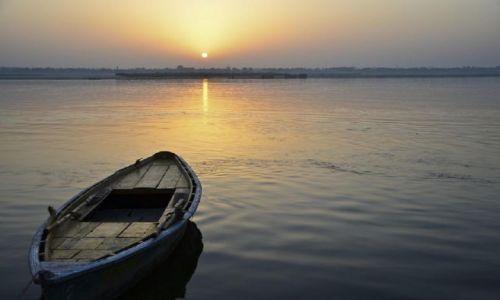 Zdjecie INDIE / Varanasi / ... / Wschod slonca  nad Gangesem