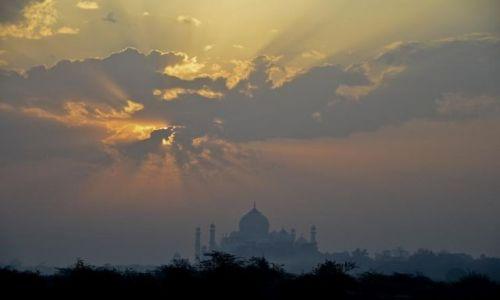 Zdjecie INDIE / Agra / . / 4 rano Taj Mahal