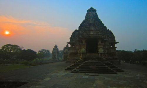 Zdjecie INDIE / Khajuraho / Khajuraho / Khajuraho wieczorem
