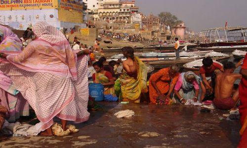 Zdjecie INDIE / Uttar Pradesh / Waranasi / Nad Gangesem 1