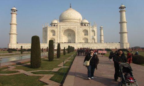 Zdjecie INDIE / - / Agra / Taj Mahal o babka  w czerni:)