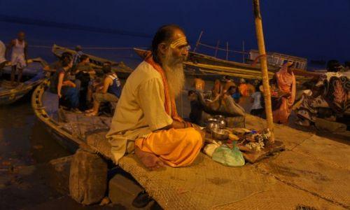 Zdjecie INDIE / Varanasi / Ganges  / Guru