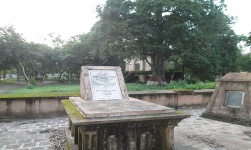 Zdjecie INDIE / Lucknow / La Martiniere / Grob czlowieka, ktory zakonczyl dynastie