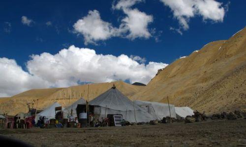 Zdjęcie INDIE / Ladakh / Manali-Leh / Baza postojowa gdzieś na drodze z Manali do Leh