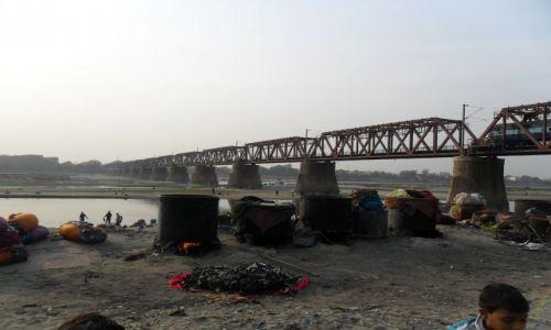 INDIE / Uttar Pradesh / Agra / Pralnia nad Yamuną z funkcją gotowania