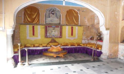 INDIE / Radżastan / Jaipur / Galta. Kapłański wakat