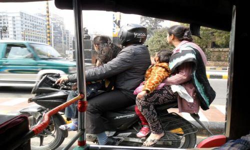 Zdjecie INDIE / Delhi / Delhi / To jeszcze nie szczyt możliwości pojazdu