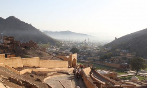 Zdjecie INDIE / Radżastan / Jaipur - Fort Amber / Mgła nad Jaipur