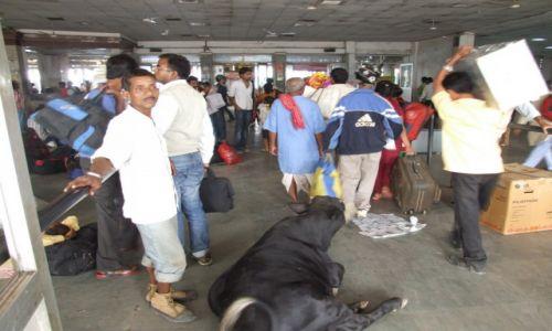 Zdjecie INDIE / płn część Indii / Gorakhpur / Dworzec kolejowy w Gorakhpur