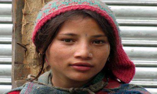 Zdjecie INDIE / Manali / Malana village / Dziewczyna z wioski
