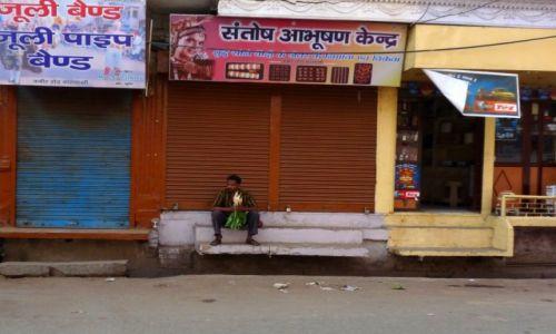 Zdjęcie INDIE /  Uttar Pradesh / Agra / Hindus z rzodkiewką