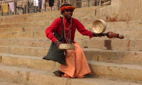 Zdjęcie INDIE /  Uttar Pradesh / Waranasi / Zaklinacz węży