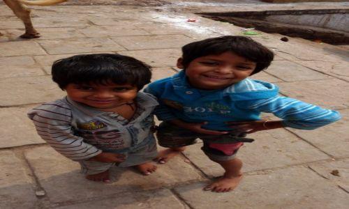 Zdjęcie INDIE /  Uttar Pradesh / Waranasi / Dzieciaki